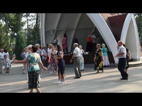 Я не колдунья. Танцы в парке им.  Горького. Kharkiv. Music. Dance.