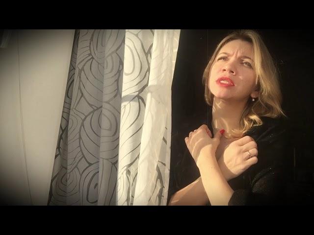 Изображение предпросмотра прочтения – АннаВолкова читает произведение «Белое солнце и низкие, низкие тучи» М.И.Цветаевой
