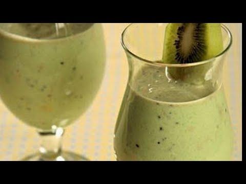 Молочный коктейль с киви./Milk shake with kiwi.
