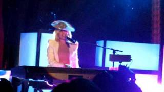 Lady GaGa live in Stuttgart  Poker-Face unplugged...Incredible!!