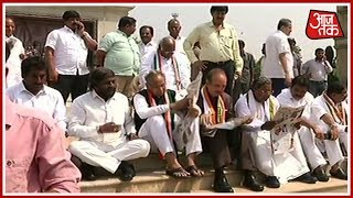 Congress, JDS MLAs' Protest Continue Outside Vidhan Soudha; H.D. Deve Gowda Also Arrives For Protest