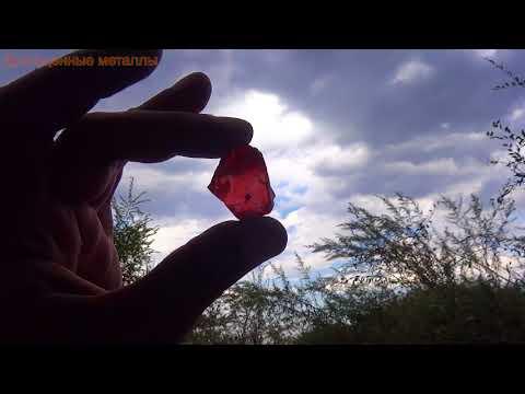 Камень красный шпинель красиво смотрится