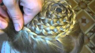 видео Как плести корзинку из волос? Плетение корзинки из волос: варианты прически и их описание