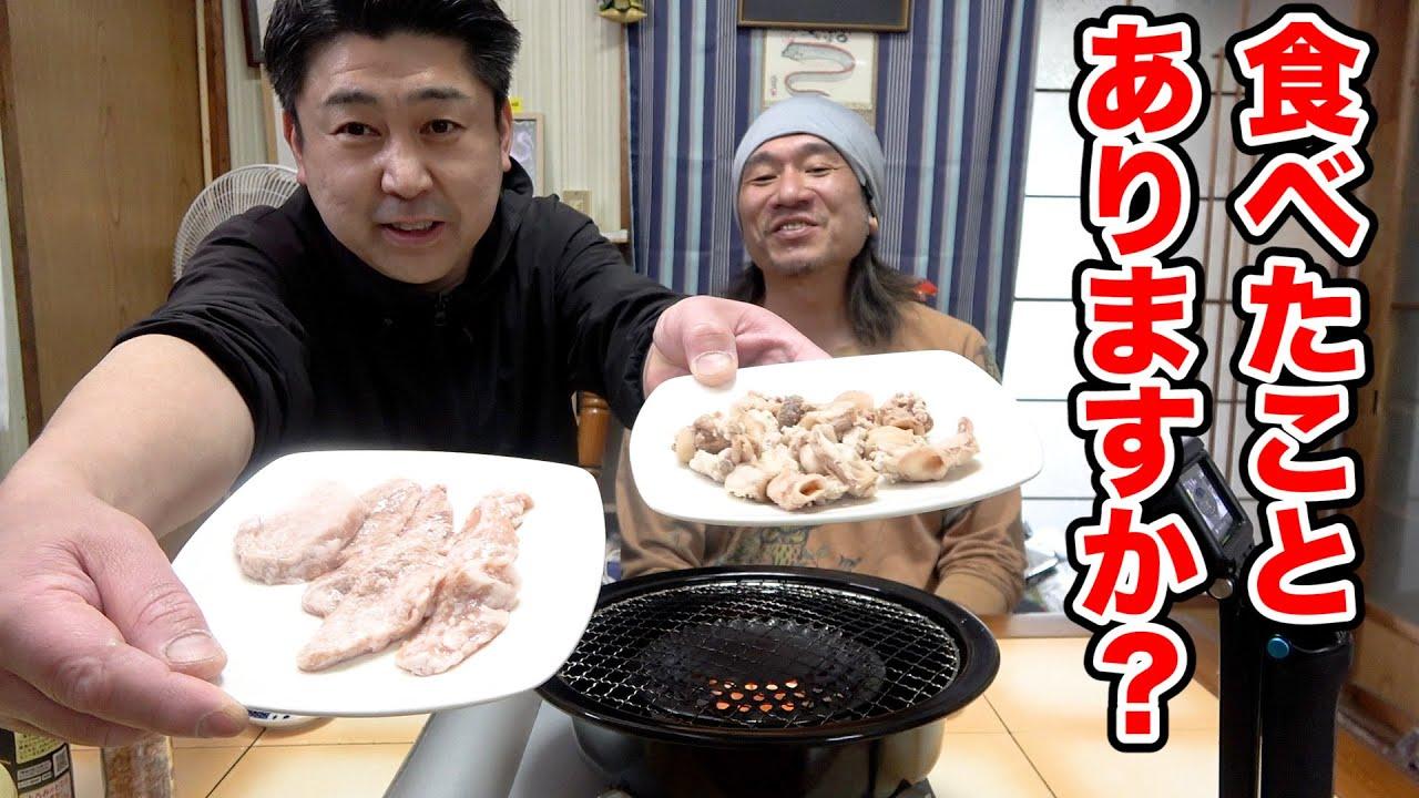 なんだか怪しいお肉が届きました!怖いのでりょうくんを呼んで食べてみたよ!