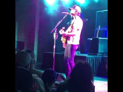 Chris Janson - Drunk Girl (Live) Brand NEW ***