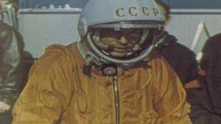 yuri gagarin realiza el primer vuelo espacial tripulado vídeo de archivo