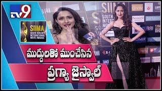 SIIMA Awards 2018: Pragya Jaiswal shoots flying kisses - TV9
