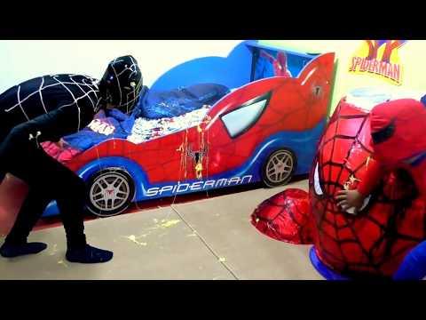 huevo-gigante-sorpresa-spiderman---hombre-araña-peleando-con-venom