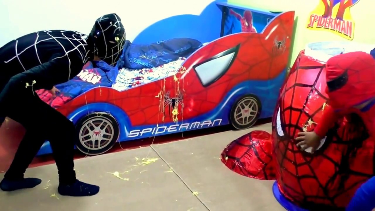Huevo gigante sorpresa spiderman hombre ara a peleando for Cuartos decorados hombre arana