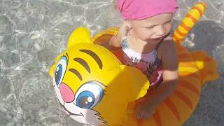 Funny Toys - Swimming on a blown cat. Challenge for Sofia