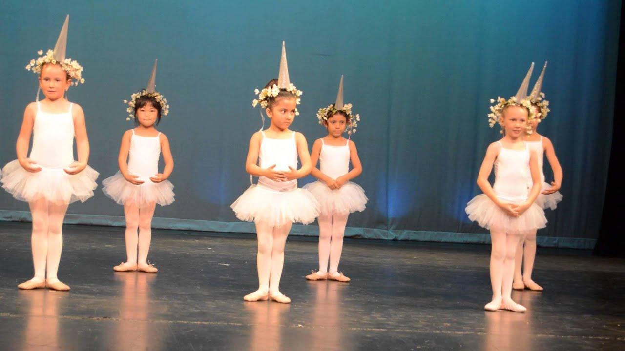 2757d9eaeae8 Sophie's Unicorn Ballet Dress Rehearsal - YouTube