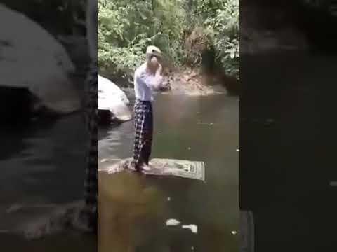 Video Lucu Kakek Lagi Sholat Di Atas Air