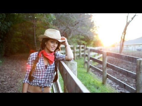Halloween Hairstyle and Costume - Sexy Cowgirl