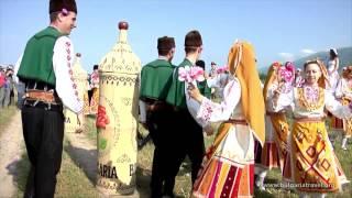 Туризм в Болгарии - долина Роз и фракийских царей ( agentbg.ru )(Видео об одной из главных достопримечательностей Болгарии - розовая долина где в начале июня оживают леген..., 2014-06-20T08:55:04.000Z)