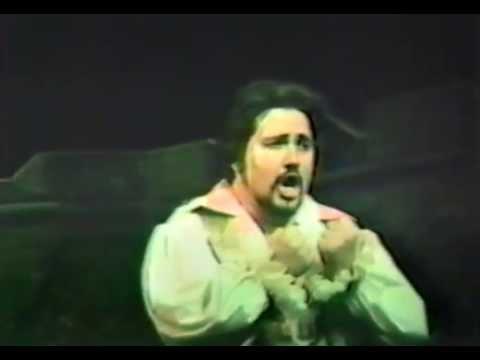 Arturo Spinetti sings E lucevan le stelle
