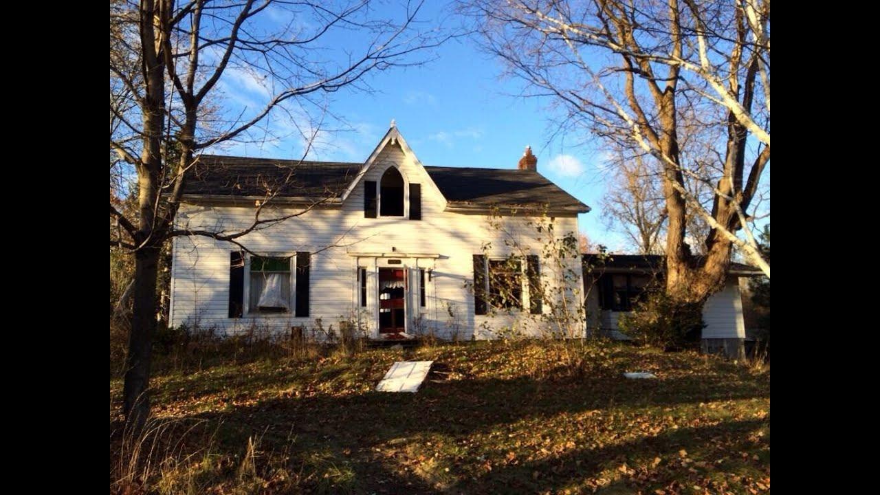 Exploring A Large Abandoned House On Dundas St Whitby Ontario Canada