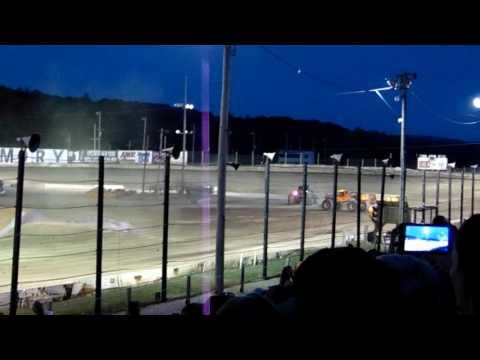 Grave Digger Vs. El Toro Loco - Monster Jam 2016 - Lebanon Valley Speedway