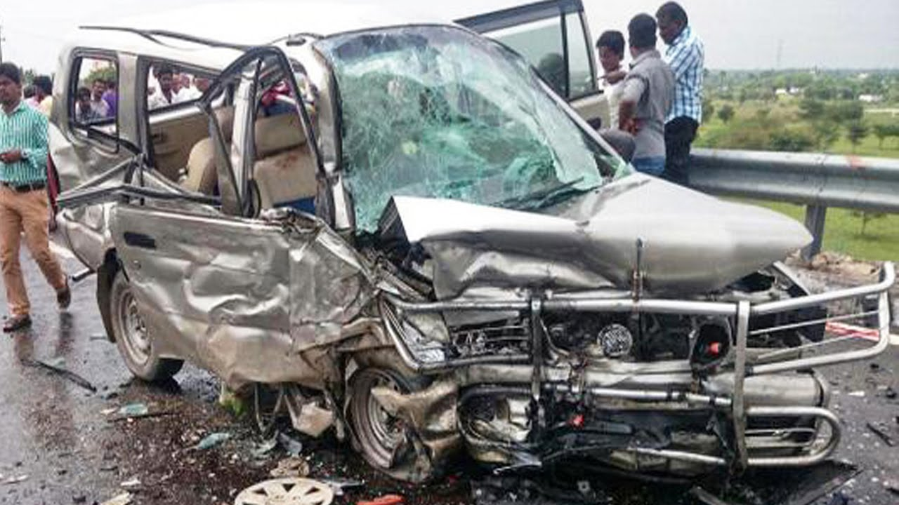 Latest Car Accident Of Chevrolet Tavera In India Road Crash