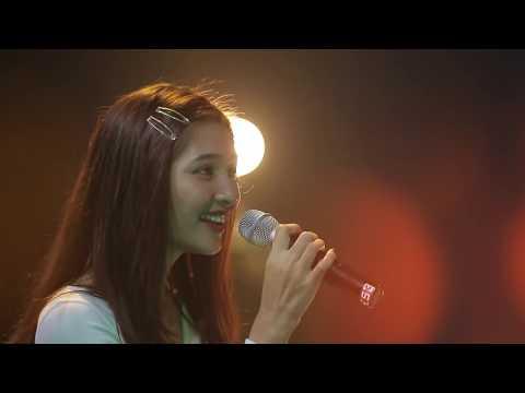 Rizky Febian & Mikha Tambayong - Berpisah Itu Mudah - Special Performance at Breakout Showcase