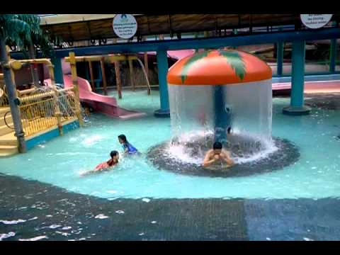 Genting Highland 39 S Swimming Pool Indoor Youtube