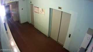 Хулиган нажал пожарную сигнализацию.(После нажатия кнопки пожарной сигнализации, работа лифтов прекращается. Жильцам приходится подниматься..., 2015-04-24T08:07:53.000Z)