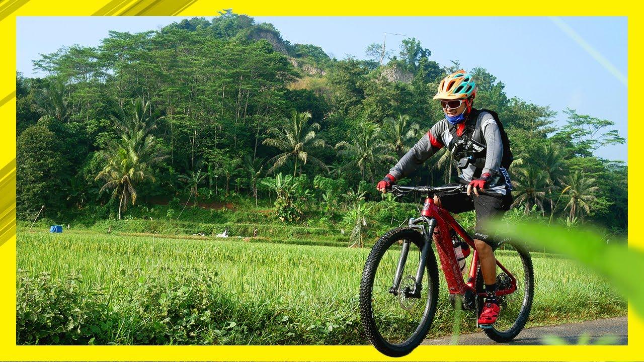 Menikmati suasana alam dengan bersepeda ke Curug Rahong