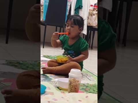 Lulu eat mango