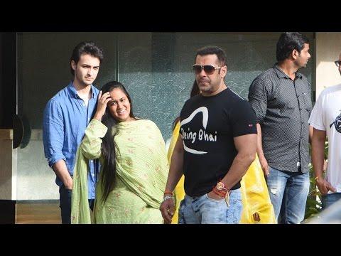 (Video) Salman Khan Takes His Family For An...