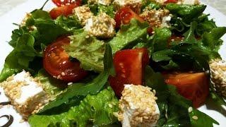 Салат с рукколой,помидорами и сыром фета.