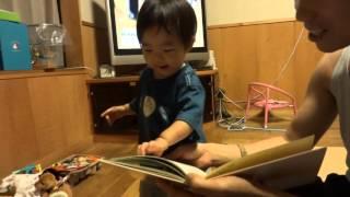 鈴木穂乃香さんです。1歳2ヶ月の時に撮影したものです。 初めて絵本が読...
