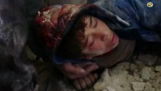 شاهد : مقتل امرأتين وطفل وإصابة العشرات بينهم 4 أطفال و15 من الدفاع المدني في مجازر روسية بريف إدلب