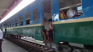 客車化日本製気動車 ミャンマー国鉄マラゴン駅発車 Yangon Suburban Train at Mahlwagon