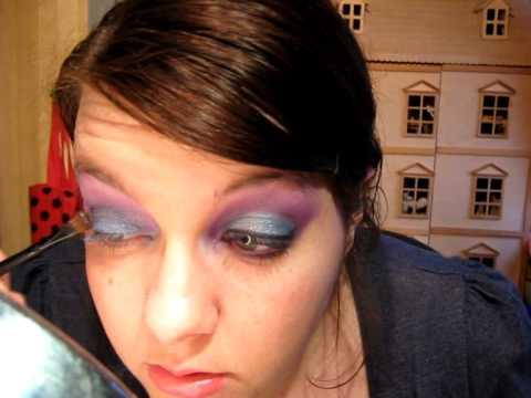 Makijaz Z Lat 80 Tych Mocne Kolory Niebieskie Rozowe Cienie Na