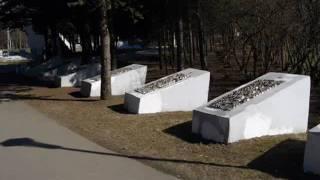 На братских могилах не ставят крестов.В Высоцкий.