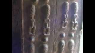 Pays dogon (Malí). Lecture des portes. (2ªème partie) (22/8/2004)