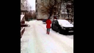 Выгул собак на детской площадке на Горького 9.