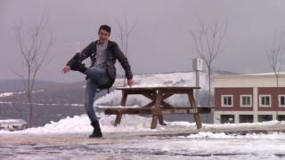 Yoldan Geçen İnsanlara Kar Topu Atmak - ( İki Kişi Saldırdı )