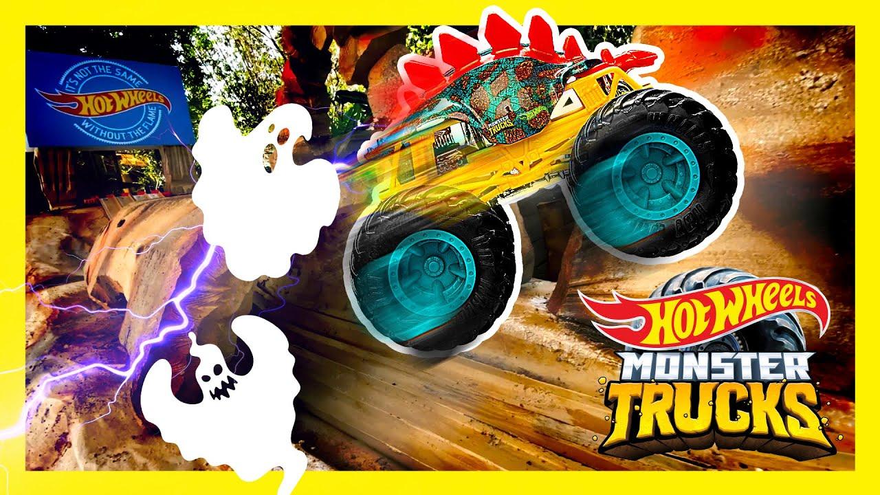 TUNNEL OF TERROR: EPIC MONSTER TRUCKS RACE!   Monster Trucks   @Hot Wheels