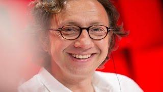 Vincent Dedienne est l'invité de Stéphane Bern dans À La Bonne Heure