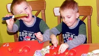 Егор нарезает овощи для салата.
