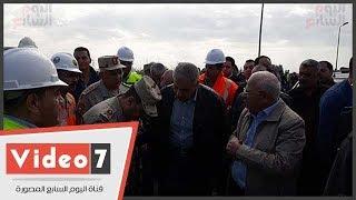 إبراهيم محلب ومحافظ بورسعيد يتفقدان مشروع محور 30 يونيو