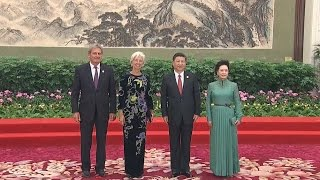 Chinese President, Wife Greet Guests before BRF Banquet