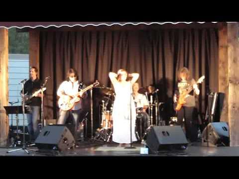 High Calorie Woman - Mama Groove au Festival d'Été de Rigaud - 2012