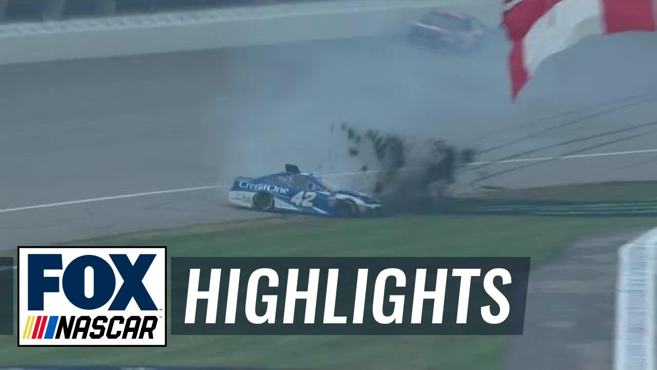 Kyle Larson slams into the grass chasing after Kyle Busch | 2018 MICHIGAN | FOX NASCAR