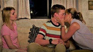 Come Ti Spaccio La Famiglia - Lezione Di Bacio E Striptease