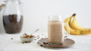 KOOKVIDEO: Overnight oats ontbijtshake met banaan, koffie en pindakaas || cooked by Renske