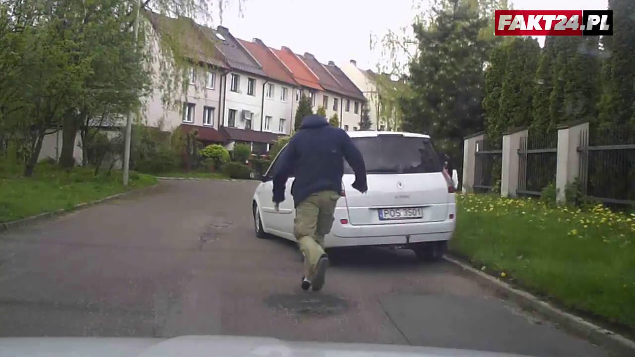 Próba zatrzymania kierowcy Ubera. Taksówkarze na masce auta!