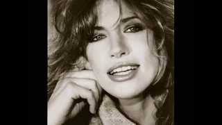 Watch Carly Simon Waiting At The Gate video