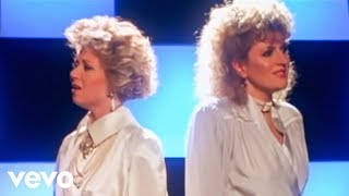 "Elaine Paige, Barbara Dickson - I Know Him So Well ""From CHESS"" (Official Video)"