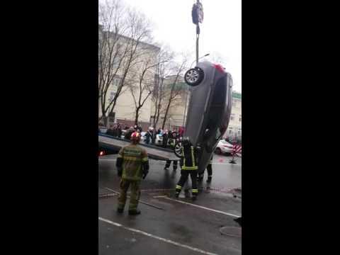 На платной парковке под землю. Москва ул 3-я Мытищинская